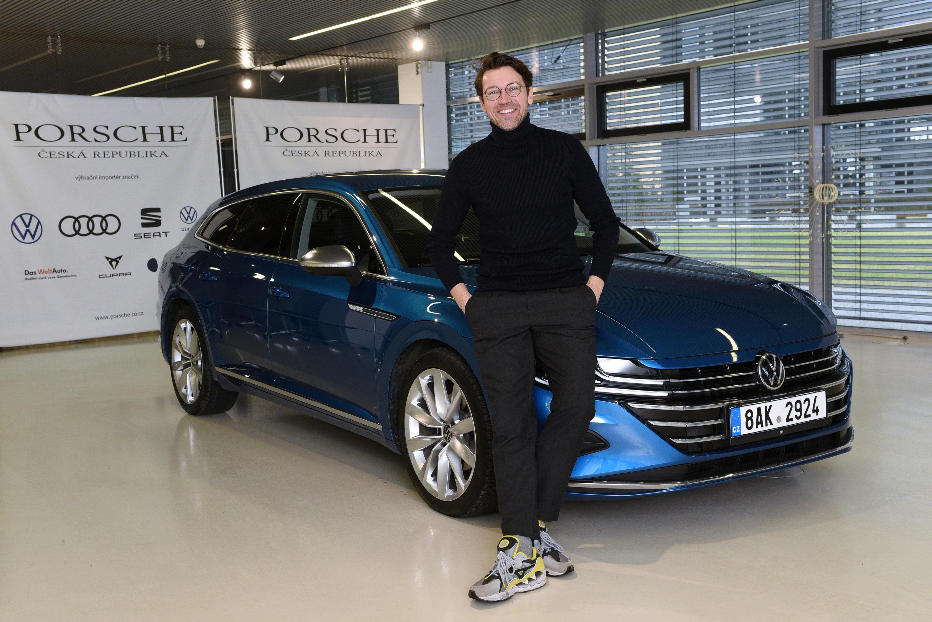 Lukáš Hejlík mapuje gastronomickou scénu v ČR za volantem vozu Volkswagen